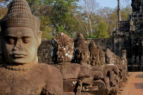 Angkor Thom - Row of Guards